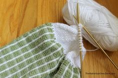 How to knit tops for dish towels - this free pattern is a great way to use up leftover yarn!