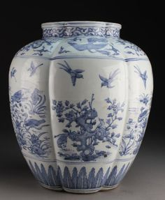 Having a lobed body and foliate shaped rim, finely painted to depict a band of dragons and phoenix amongst ruyi cloud. Japanese Porcelain, White Porcelain, Porcelain Ceramics, Ceramic Art, Blue Pottery, Clear Glass Vases, Chinese Ceramics, Blue China, White Vases