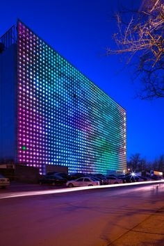 The Zero Energy Media Wall by Simone Giostra & Partners is world's largest LED display #architecture