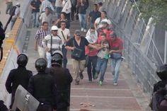 En Venezuela Protestan Los Estudiantes Y Los Periodistas #Fotos