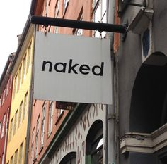 Naked - Sneakers in allen Farben auf neue Besitzer. Klosterstræde 10