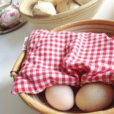 Hmm Sonntagsfrühstück ... Kirschkernkissen als Eierwärmer, gute Idee!