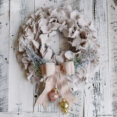 Classy Christmas wreath in the style of Shabby Chic