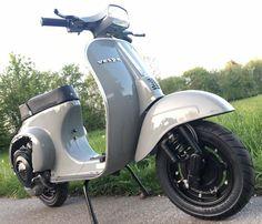 Billedresultat for ral 7037 Vespa Gts, Scooters Vespa, Vespa Sprint, Lambretta Scooter, Vintage Vespa, Vintage Italy, Dirt Bike Girl, Audi Tt, Ford Gt