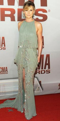 Jennifer Nettles (of Sugarland) in her pretty & sparkly sea-foam green outfit Jennifer Nettles, Celebrity Red Carpet, Celebrity Style, Celebrity Women, Elie Saab, Green Gown, Trends, Red Carpet Looks, Red Carpet Fashion