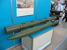 """El misil anti-tanque 9M123 Khrizantema (en ruso: """"Хризантема""""; Crisantemo en español), es un nuevo misil para empleo de la infantería frente a blindados fuertemente protegidos, desarrollado en Rusia.1 El """"9M123 Khrizantema"""" se ha diseñado para abatir a los tanques actuales y futuros, como al M1A2 y al Leopard 2A6EX aparte, puede ser usado en ataques a blancos volantes en bajo vuelo como helicópteros.2 Este misil tiene por nombre GRAU la designación 9M123 y el nombre código OTAN AT-15…"""