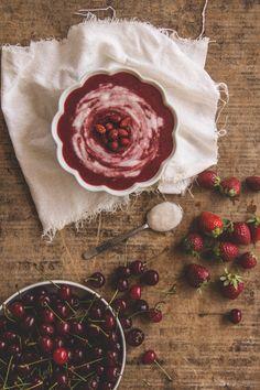Vellutata di frutti rossi e panna di cocco.