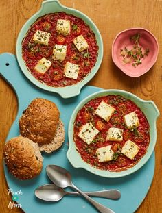 Baked Feta and Tomatoes - Pinch Of Nom Low Calorie Recipes, Diet Recipes, Snack Recipes, Healthy Recipes, Slimming Eats, Slimming Recipes, Quick Meals, No Cook Meals, Pinch Of Nom