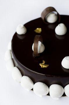 Tort cu bezea si ciocolata - Ana Consulea