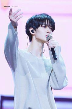 190427-cr.HIDDEN__LIGHT Bae Jinyoung Produce 101, Fans Cafe, Beautiful Boys, Cute Boys, Movie Stars, Boy Groups, Dancer, How To Look Better, Idol