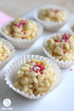 White Chocolate Crackles - rice krispies, white chocolate, butter, and sprinkles Rice Crispy Treats, Krispie Treats, Rice Krispies, Yummy Treats, Sweet Treats, Yummy Food, Chocolate Sprinkles, Chocolate Butter, White Chocolate