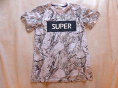 Nieuw shirt gekocht bij de H&M lijkt net marmer!