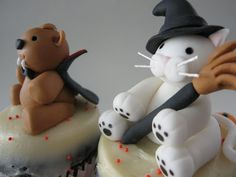 These two adorable Halloween figurines will be part of a display for a kids party tomorrow. Witch cat and vampire bear Happy Hallowe. Cat Cupcakes, Blue Cupcakes, Witch Cat, Cat Party, Cat Design, Happy Halloween, Clay, Christmas Ornaments, Holiday Decor