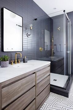 Dark bathrooms design masculine dark gray small bathroom - e Modern Small Bathrooms, Small Bathroom Tiles, Dark Bathrooms, Modern Bathroom Design, Bathroom Flooring, Bathroom Interior, Master Bathroom, Shower Tiles, Eclectic Bathroom