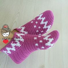 PATİK DÜNYASI & HANDMADE SOCKS (@emelhobievi)   Instagram photos and videos Crochet Shoes, Crochet Slippers, Crochet Projects, Amigurumi, Knitting, Handmade, Crafts, Instagram, Ideas