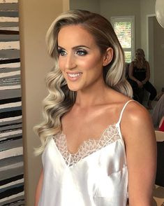 HOLLYWOOD GODDESS CURLS Want flawless wedding hair & makeup with zero stress? We gotchu! Go ahead and schedule your free consultation call today - link in bio @WindyCityGlam! . #chicagobridalmakeup #chicagomakeupartist #chicagoweddingmakeup #chicagobride #chicagomua #chicagowedding #chicagobridalmakeupartist #chicagobridalmua #chicagoweddingmua #chicagoweddingmakeupartist #chicagoweddingplanning #chicagoweddingphotographer #chicagobridalhair #chicagohairstylist #chicagoweddinghair #chicagoweddin