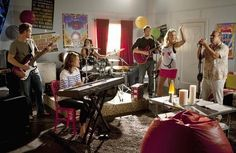 Still of Courteney Cox, Josh Hopkins, Busy Philipps, Ian Gomez, Christa Miller and Brian Van Holt in Cougar Town