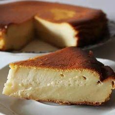 Pastel de Arroz❤  .Ingredientes: -650 ML de LECHE DESNATADA -4 HUEVOS -100 GR. de MANTEQUILLA -200 GR. de HARINA DE ARROZ  . Preparación: Se baten los huevos con el azúcar, añadimos la harina, mezclamos bien, después añadimos la mantequilla previamente derretida, mezclamos, y por últimos añadimos la leche. Horneamos a 170º durante 30 minutos, aproximadamente y listo.