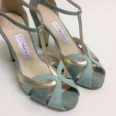 wedding shoes tacones Combinacin de colores/texturas Source by theresamartinezngwo de mujer bajos Pumps, Pump Shoes, Shoe Boots, Heels, Pretty Shoes, Beautiful Shoes, Fall Shoes, New Shoes, Bride Shoes