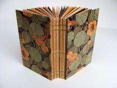 Handmade Notebook, Handmade Journals, Handmade Books, Book Binding Methods, Paper Crafts, Diy Crafts, Paper Folding, Art Nouveau, Book Making