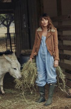 Dungarees alyssa miller, country farm, country life, country girls, country l Moda Boho, Country Life, Country Girls, Country Farm, Foto Cowgirl, Farm Fashion, Style Fashion, Fashion Tips, Farm Clothes