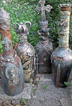 Бутилките са подходящи за винтидж декорация или за подарък за приятели.Изработени са във Викториански стил,използвана символика от викторианската епоха.Изпозвани безвредни за здравето материали и лакове.Всяка бутилка сама по себе си е уникална и не може да бъде изработена втора.