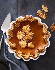 Beccachriistine The traditional finale for a Thanksgiving dinner, pumpkin pie is the iconic fall dessert. Use decorative piecrust cutters to create leaves, acorns or other autumn shapes to top the pie for a dramatic finale to your Thanksgiving meal. Thanksgiving Recipes, Fall Recipes, Holiday Recipes, Thanksgiving Prayer, Thanksgiving Appetizers, Thanksgiving Outfit, Thanksgiving Decorations, Fall Desserts, Dessert Recipes