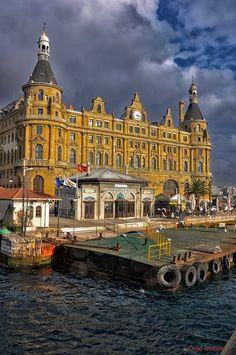 Istanbul, Turkey, Haydar pacha train gare. Haydarpaşa garı ve iskelesi.