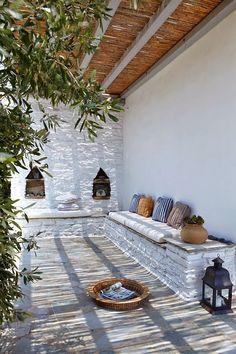 techo cañizo, asiento de obra, olivo, colores y estilo mediterraneo