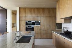 Summitridge Modern Home in Beverly Hills, California by Marmol… Minimal Kitchen, Modern Kitchen Design, Modern House Design, Kitchen Designs Photos, Kitchen Photos, Beverly Hills, Terrazo, Terrazzo Flooring, Wood Cabinets