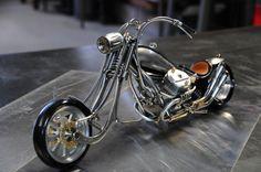 motos miniatura a número 14 reciclan arte metal