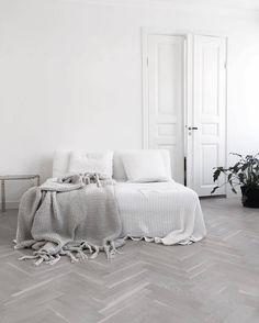 scandinavian instagrams to follow white bedroom