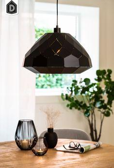 De grote hanglamp HISSE is gemaakt van metaal en bestaat uit mat zwarte vlakken, een uniek design! De mat zwarte vlakken zijn niet aansluitend waardoor er niet alleen aan de onderkant, maar ook aan de zijkant licht schijnt. Deze hanglamp is een echte eyecatcher boven de eettafel of in de woon- of slaapkamer in een modern interieur.  #dutchhomelabel#lightandliving#lightliving #verymodern #hanglamp #eyecatcher#interieurinspiratie  #interieurstyling#binnenkijken Ceiling Lights, Lighting, Home Decor, Products, Decoration Home, Room Decor, Lights, Outdoor Ceiling Lights, Home Interior Design
