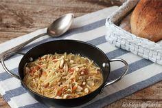 Fideos camperos, receta que hacemos partiendo de un relleno que teníamos como fondo http://cocinayrecetas.hola.com/comerconpoco/20130418/fideos-camperos/