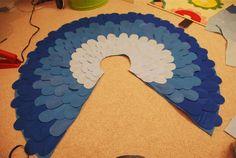 Bird costume - no sew, felt, bigger feathers, use of multiple feather sizes poncho.