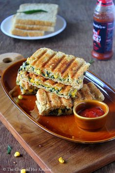 Grilled Corn and spinach sandwich recipe with step by step photos .I always look for various sandwich recipes as they are filling and ca. Vegetable Sandwich Recipes, Vegetarian Sandwich Recipes, Snack Recipes, Cooking Recipes, Snacks, Corn Sandwich, Baked Plantains, Paratha Recipes, Chaat Recipe