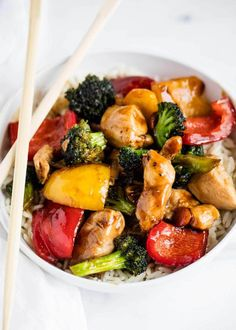 This Chicken and Vegetable Stir Fry is an easy meal that's perfect for busy weeknights! It's loaded with fresh veggies and coated in a delicious stir fry sauce. Serve over rice or noodles for the ultimate take-out style dish! Chicken And Vegetables, Veggies, Mexican Food Recipes, Dinner Recipes, Organic Recipes, Dessert Recipes, Desserts, Sac Lunch, Healthy Snacks