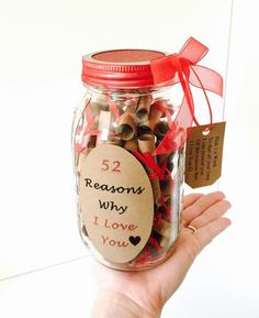 This gift in a jar is a very unique way to express yourself in many different ways to a special person :).It holds 52 scrolls for every week in a years time. The receiver would pick 1 personal scrolled message out of his or her jar a week to read :)! Christmas Mason Jars, Christmas Gifts For Mom, Valentine Day Gifts, Valentines, Jill Valentine, Birthday Wishes For Boyfriend, Diy Gifts For Boyfriend, Friend Birthday, 52 Reasons Why I Love You