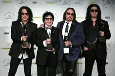 Kiss original band members Paul Stanley, Peter Criss, Ace Frehley, and Gene Simmons at the 2014 Rock and Roll Hall of Fame Induction Ceremon. Gene Simmons, Kiss Images, Kiss Pictures, Celebrity Pictures, Celebrity News, Paul Kiss, Kiss Concert, Peter Criss, Vintage Kiss