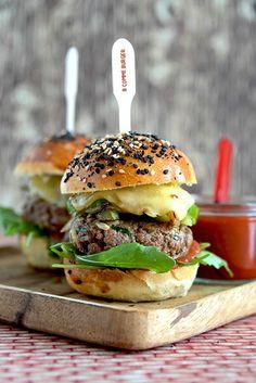 B comme Bon Burger Mania, Cuisine Diverse, Burger Seasoning, Snack Recipes, Healthy Recipes, Good Burger, Street Food, Food Print, Sandwiches