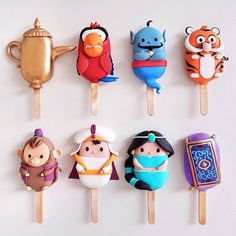 Are these not the most brilliant cake pops ever? With the new Aladdin live action released this weekend, we can't think of a better… Disney Desserts, Cute Desserts, Disney Food, Disney Recipes, Cakepops, Disney Cake Pops, Disney Cakes, Photos Folles, Paletas Chocolate
