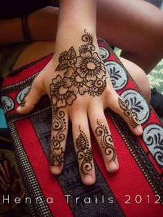 market henna flowers by Henna Trails, via Flickr