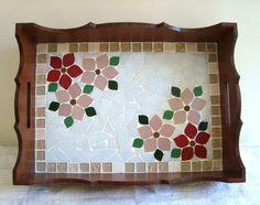 Bandeja em mosaico mede 28x20 cm