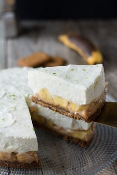Simply say it immediately, this dessert is a deal with! Composed of a background in crispy speculoos, selfmade milk jam Cheesecake Recipes, Pie Recipes, Sweet Recipes, Dessert Recipes, Banoffee Pie, Tiramisu, No Cook Desserts, Delicious Desserts, British Baking