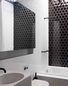 www.littlerugshop.com Loving the black tile pattern in this #blackandwhite bathroom. Design by OOF! Architect (@fooilingkhoo) \\ Photo by @nicgranleese by designmilk