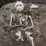 Encuentra en Bulgaria, la tumba de un hombre a quien se le practicó una serie de rituales para evitar que se convierta en vampiro.
