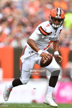 News Photo   DeShone Kizer of the Cleveland Browns runs with... Nfl 2017 de5be1bc2