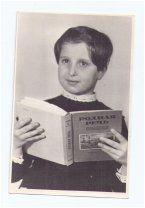 Девочка с учебником. Школа. Ученица. Школьница. Дети. Родная речь. Фото СССР.