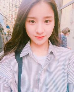Animal: Rabbit Color: Bright Pink Location: Paris Month: October Sub-Unit: LOOΠΔ South Korean Girls, Korean Girl Groups, Rabbit Colors, Olivia Hye, I Love Girls, Sooyoung, Ulzzang Girl, Girl Crushes, Kpop Girls