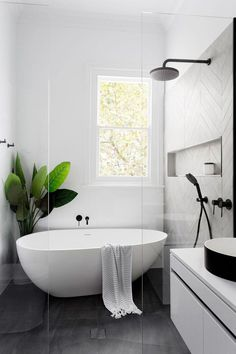 BLOG DE MODA Y LIFESTYLE: AYUDANDO AL PLANETA CON ESTILO ¡DESDE EL BAÑO! #bathroomdecor Luxury Master Bathrooms, Amazing Bathrooms, Master Baths, Master Master, Dream Bathrooms, Master Suite, Modern Bathroom Design, Bathroom Interior Design, Minimal Bathroom